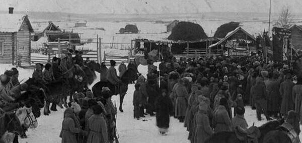 18 января 1920. Парад частей 35-й дивизии 5-й Красной Армии и партизан по случаю их прибытия в Щегловск.