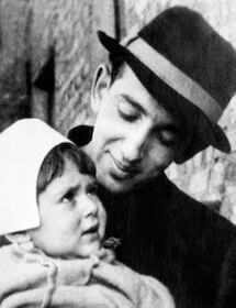 А. А. Галич с дочерью Аленой, 1946